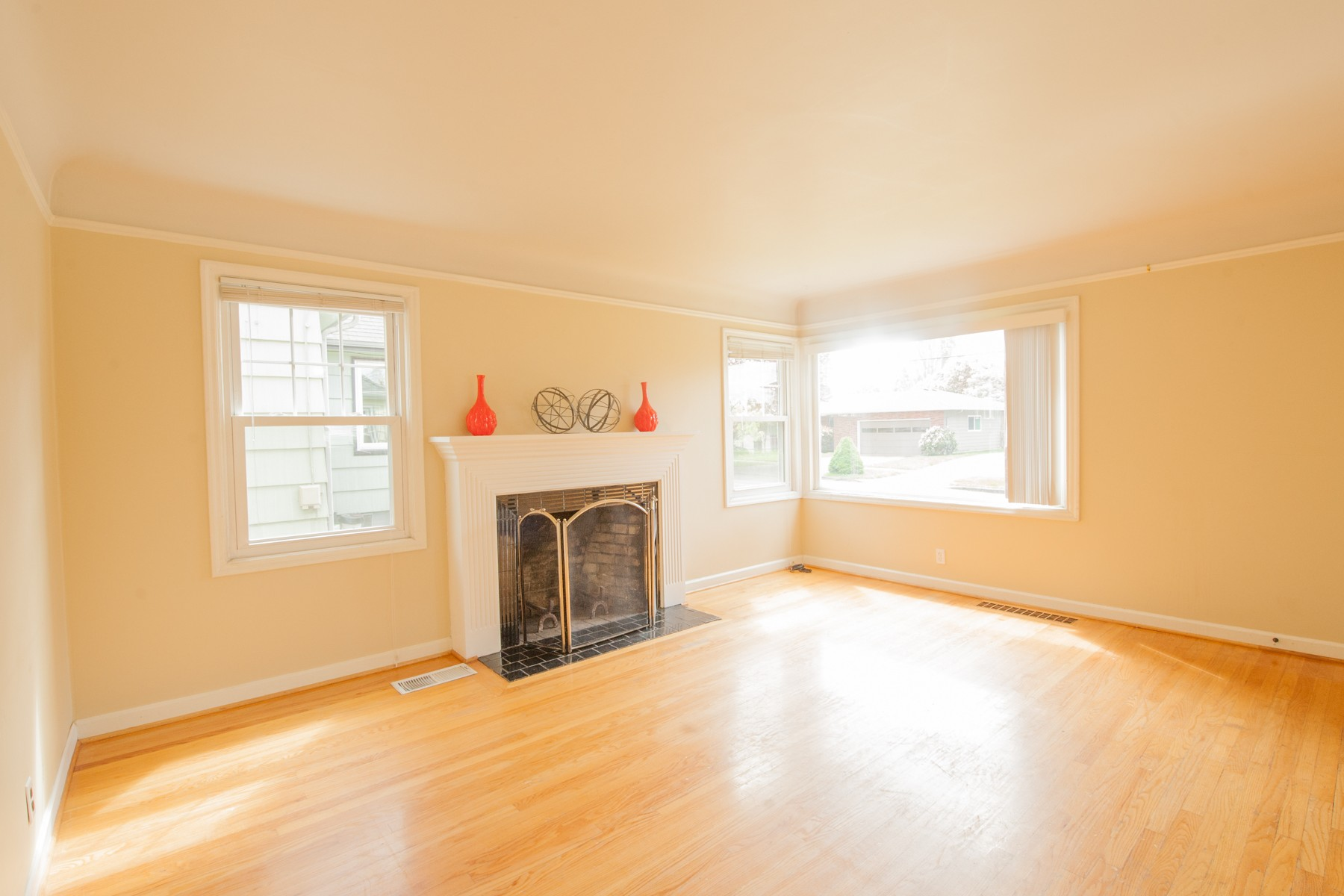 7124 N Campbell-13
