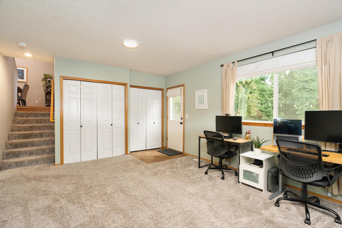 1423 SW Hume St Portland OR-large-022-025-Family Room-1500x1000-72dpi